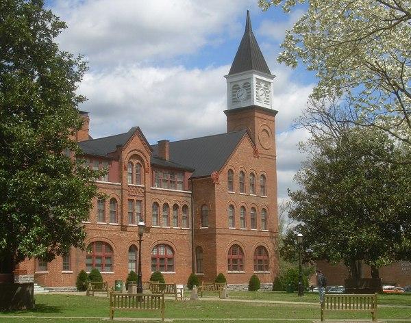 1024px-Seminary_Hall