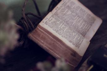 Bible-book-1210029_1920
